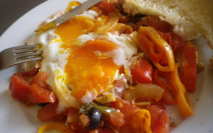 Mediterranean Huevos Ranchero (Eggs in Tomato Sauce) Recipe