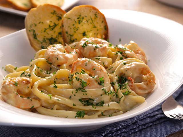 Fettuccine Alfredo With Shrimp Recipe Recipezazz Com